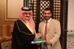 الأمير محمد بن نواف يُكرّم الدكتور / عياش بن عبيد الرويضي